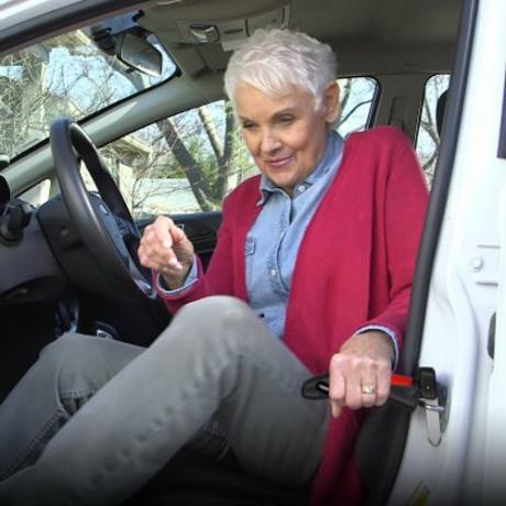 Помощен държач за слизане от автомобил