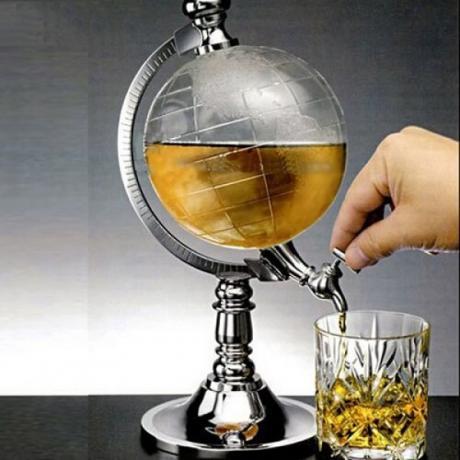 Диспенсър за напитки във формата на глобус
