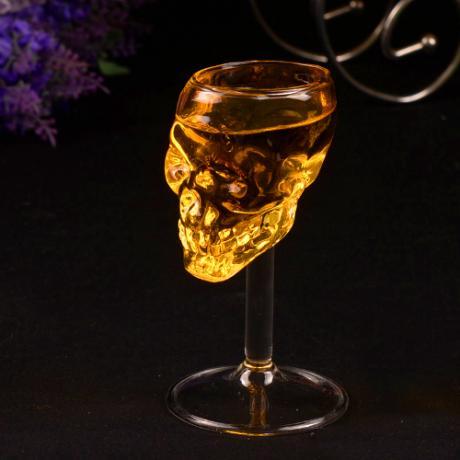 Екстравагантна стъклена чаша за алкохол с формата на череп
