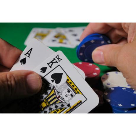 Комплект 200 чипа и карти за Покер